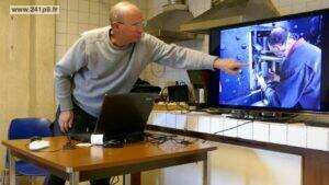 Philippe Girard présentant des activités de l'année écoulée